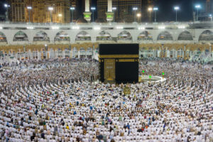 kaaba-makkah-with-crowd-muslim-people-all-world-praying-together_21730-9782